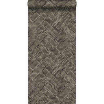 wallpaper geklopte metalen plaatjes met klinknagels in visgraat motief brown from Origin